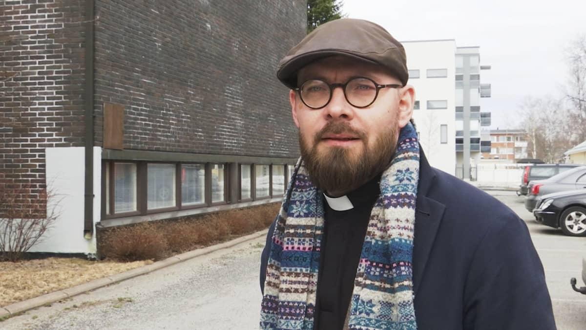 Kirkkoherra Tuomas Tölli.