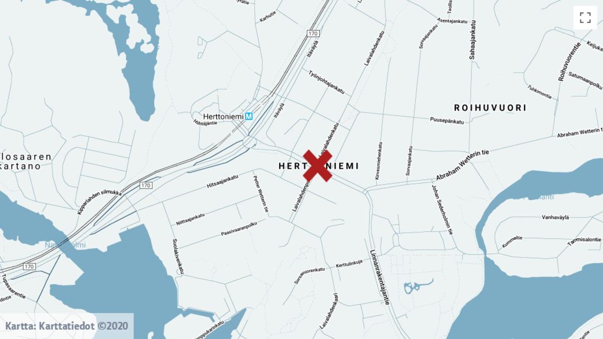 Onnettomuus tapahtui Helsingissä Herttoniemessä Laivalahdenkadun ja Linnanrakentajantien risteyksessä.