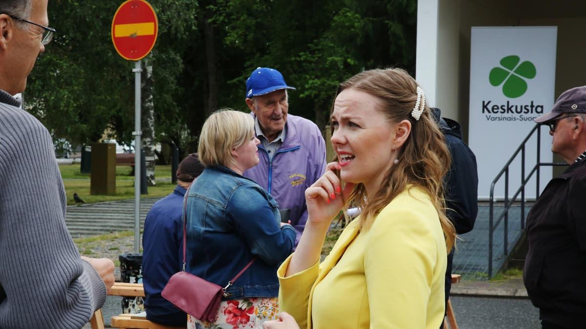 Kuvassa on Katri Kulmuni Loimaalla heinäkuun 2020 alussa.