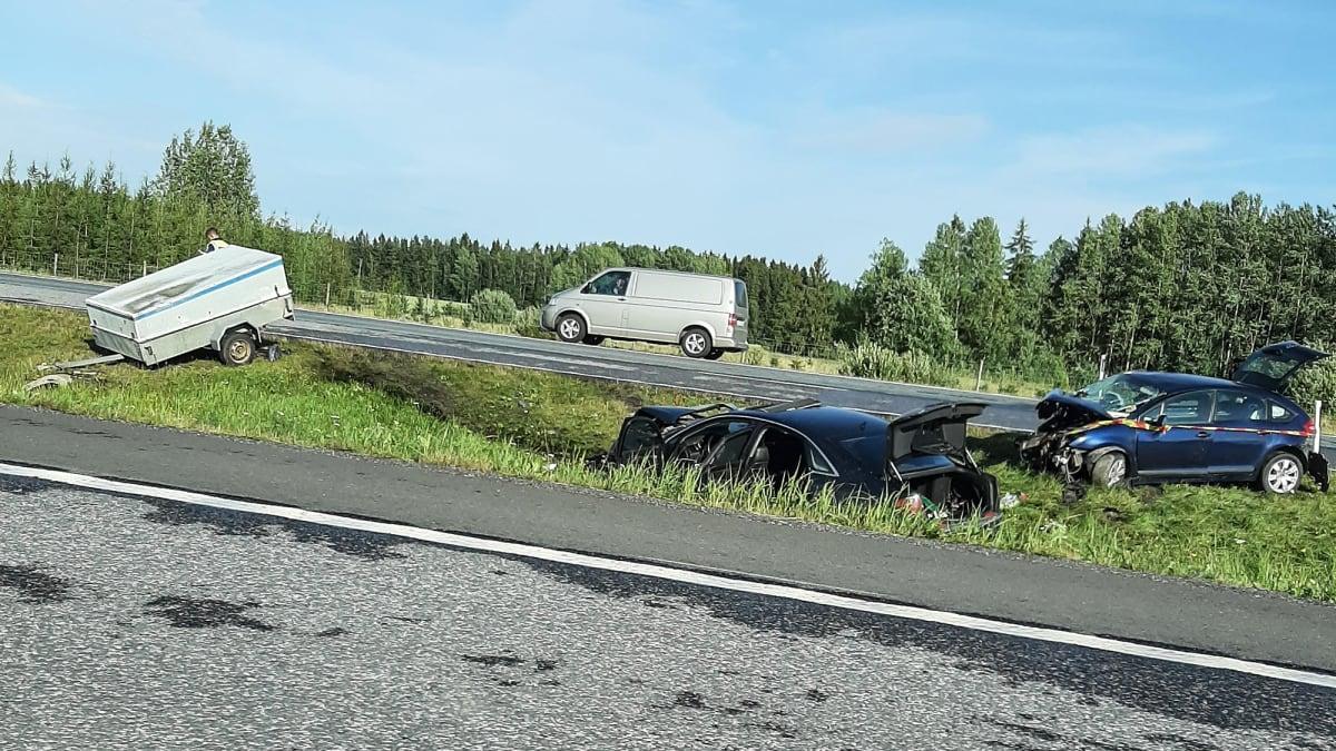 Järvenpäässä tapahtunut kahden auton nokkakolari, jossa on loukkaantunut neljä ihmistä.
