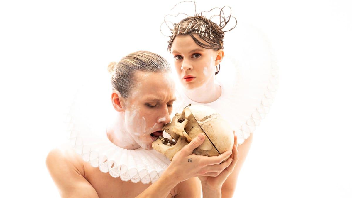 kuvassa Saska Pulkkinen ja Inke Koskinen
