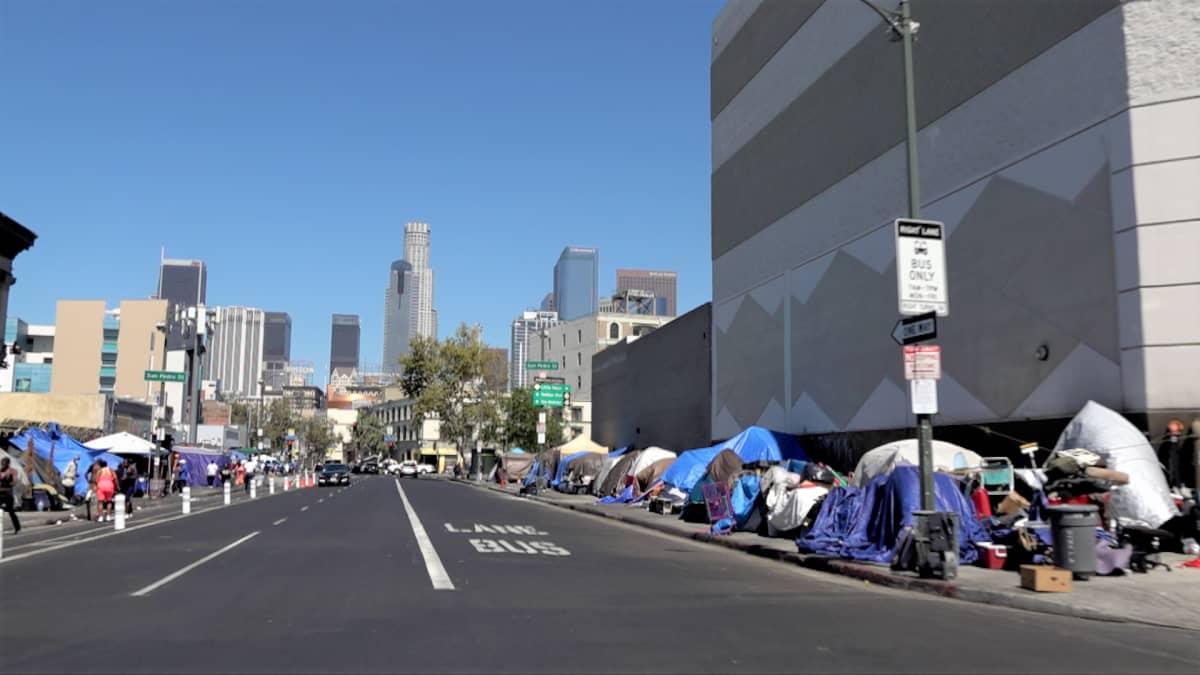 telttoja jalkakäytävällä