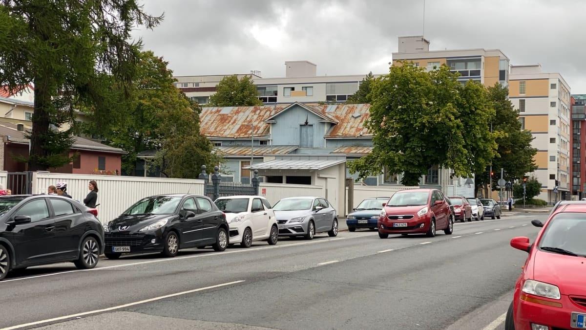Mustikan rakennus Eteläpuiston ja Mikonkadun kulmauksessa Porissa.