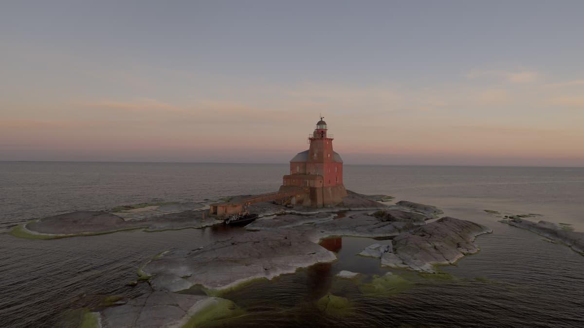 Kallbådan majakka yöllä