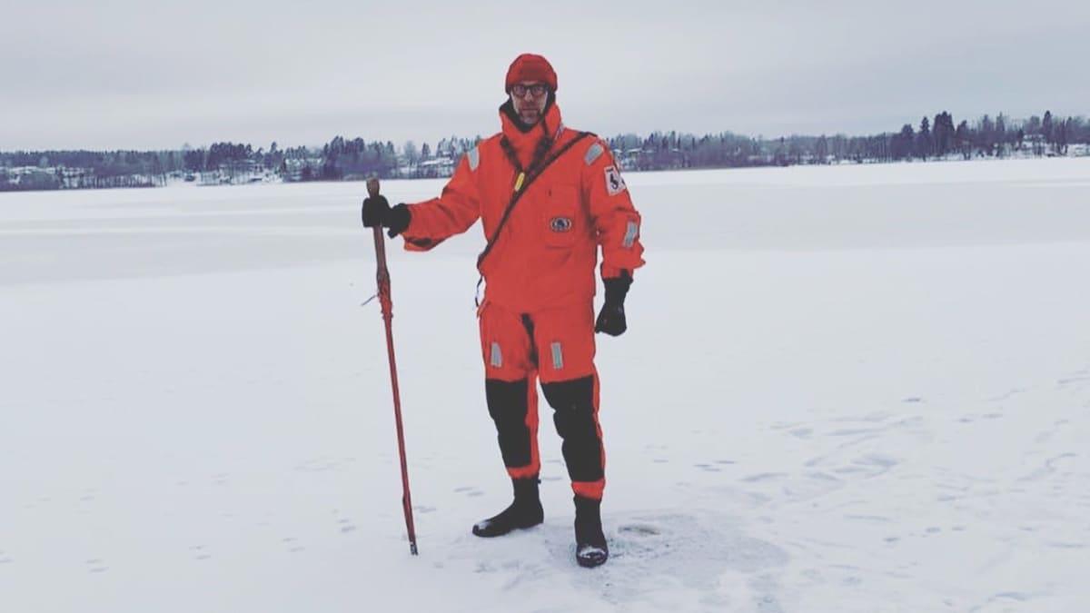 Antti Niemi lähti sunnuntaina talven ensimmäiselle jäänmittausretkelle.