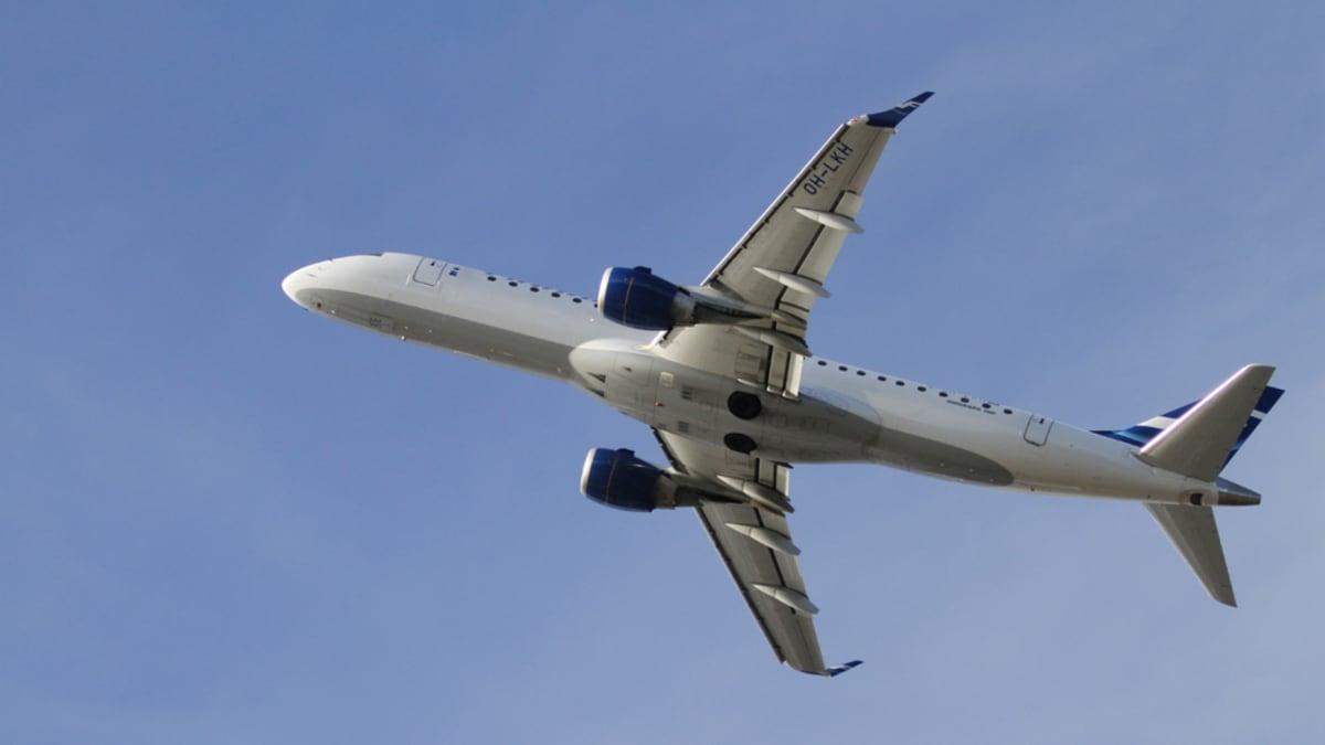 Kuvassa Finnairin Embraer ERJ-190LR nousussa Kajaanista.