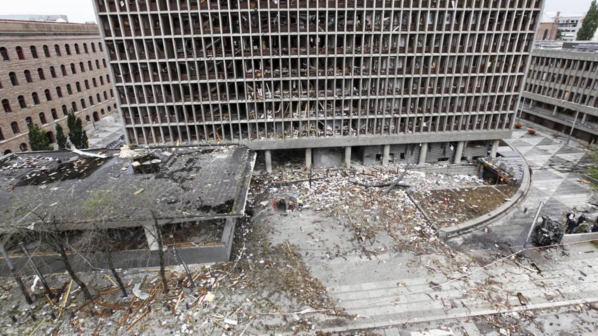Laaja näkymä paikalle, jossa pommi räjähti.
