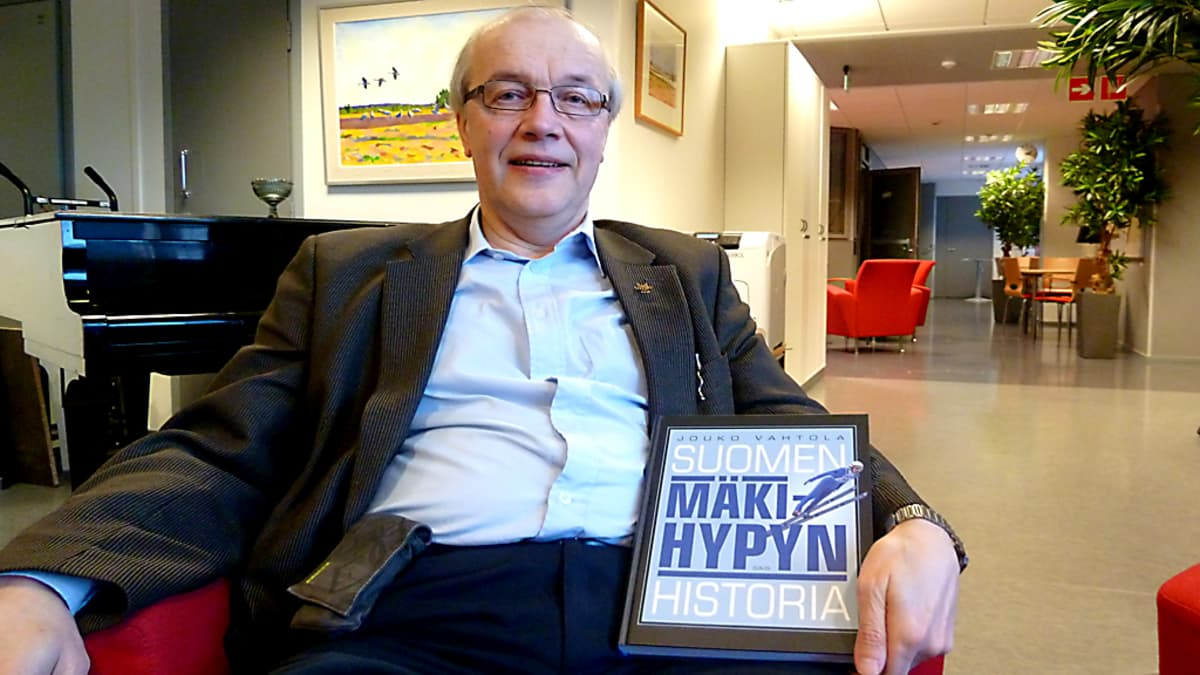 Professori Jouko Vahtola teki perusteellisen katsauksen suomalaisen mäkihypyn taustoihin teoksessaan Mäkihypyn historia.