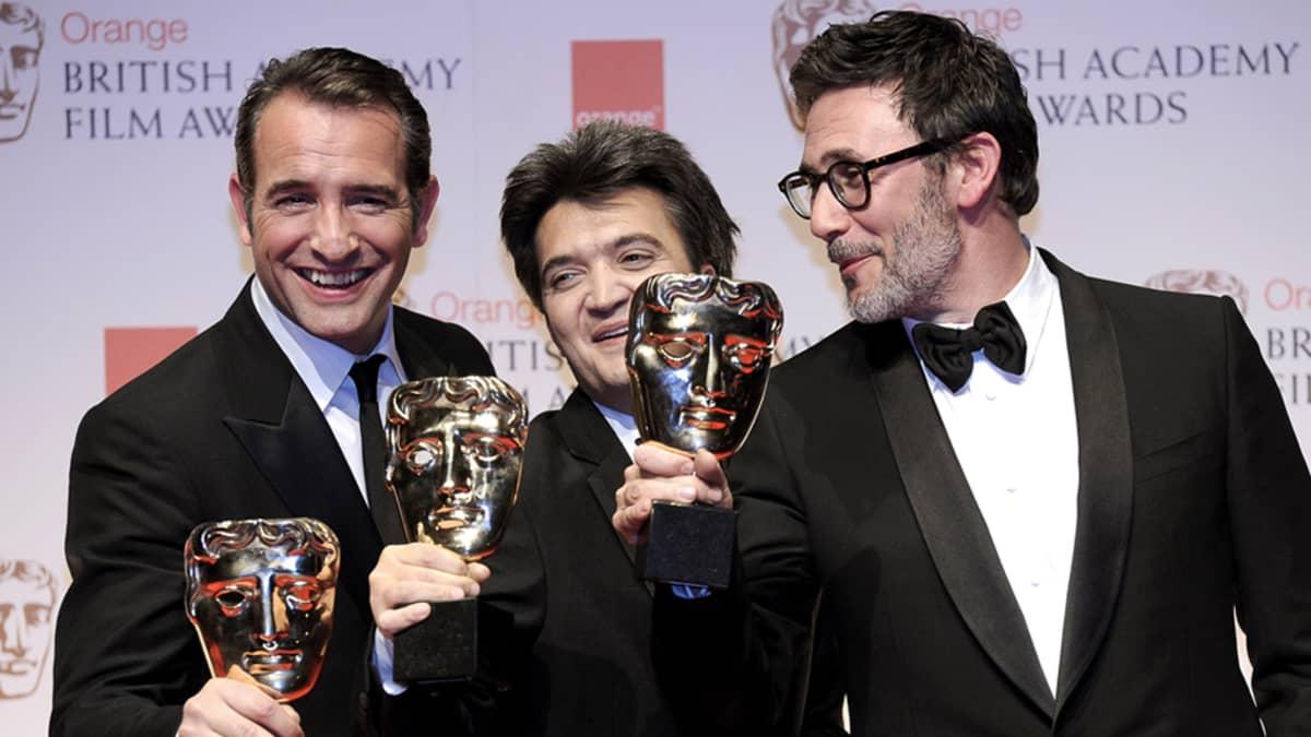 The Artist -elokuvan palkitut vasemmalta: ranskalaisnäyttelijä Jean Dujardin, tuottaja Thomas Langmann, sekä ohjaaja Michel Hazanavicius.
