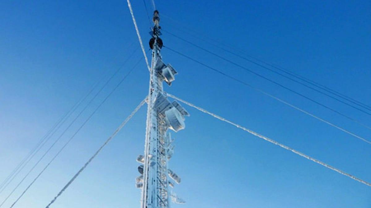 Vuokatin radiomasto välittää Kainuun alueen mm. radio- ja tv-lähetyksiä.