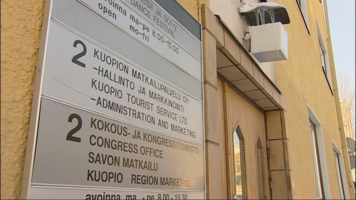 Kuopion Matkailupalvelu Oy:n ulko-ovi.