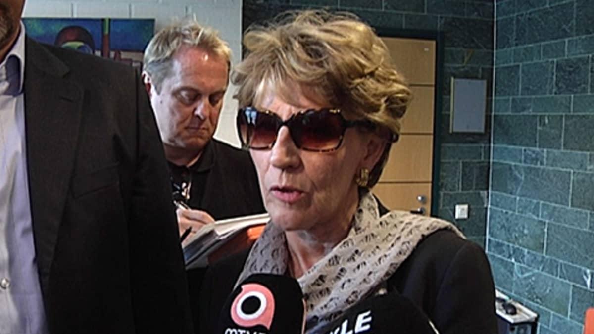 Maija-Liisa Lahtista haastatellaan.