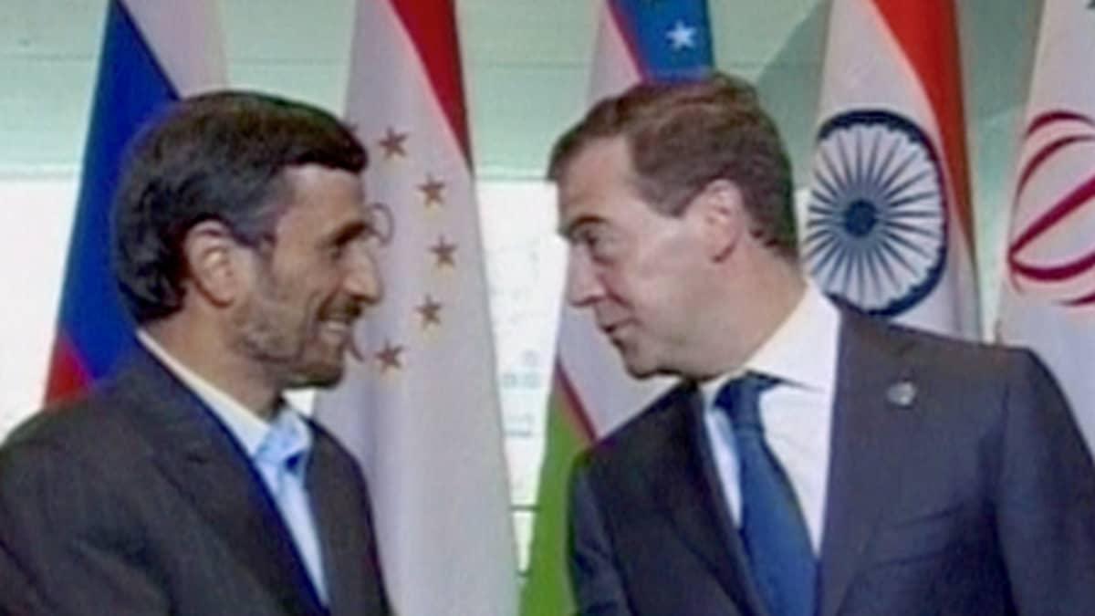 Mahmud Ahmadinejad ja Dmitri Medvedev.
