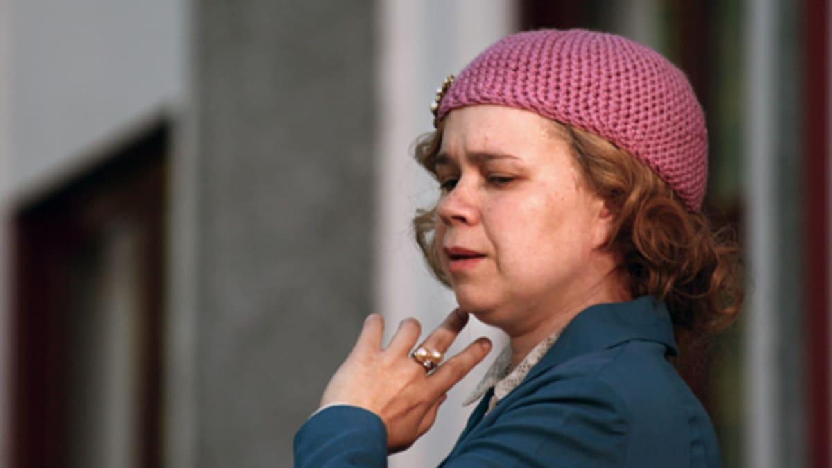 Katja Küttner näyttelee Kellokosken mielisairaalan potilas Prinsessaa eli  Anna Lappalaista