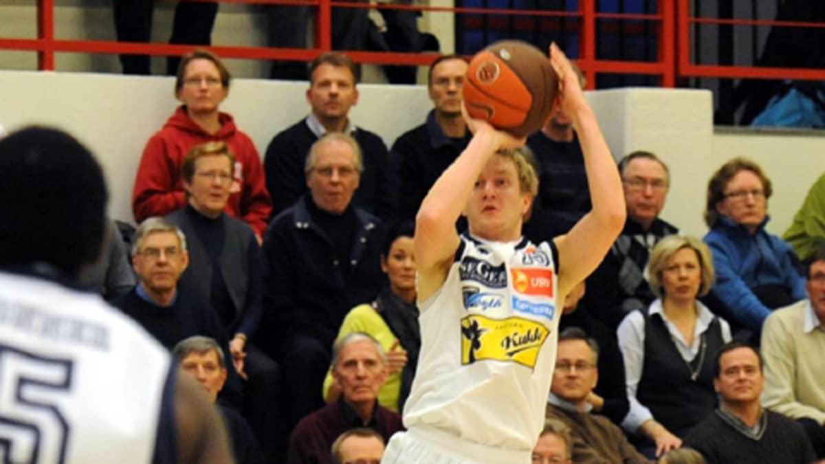 Uudenkaupungin Korihaiden  Heikki Saaristo.