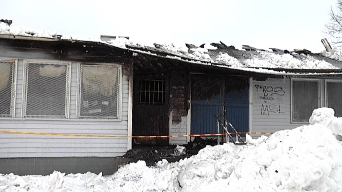 Tulipalosta kärsinyt Masalan asema.
