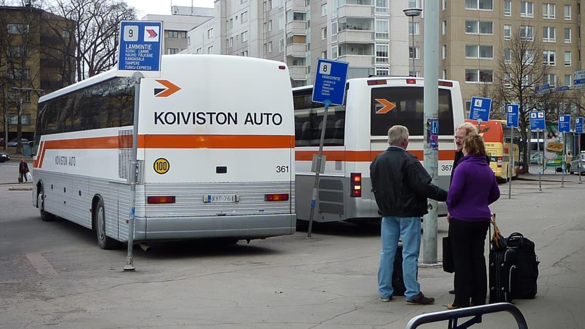 Busseja Lahden linja-autoasemalla