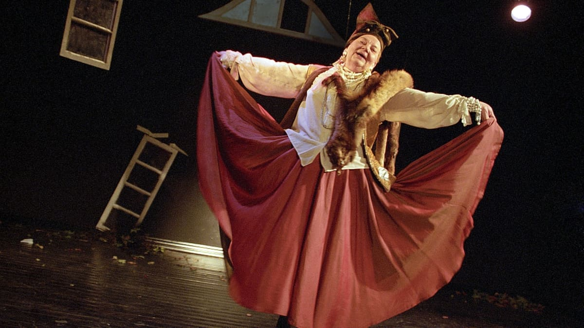 Hilkka Ollikainen Rakastajat-teatterin Valtakadun näyttämön ensimmäisessä esityksessä A niinkuin Amsterdam 1997.