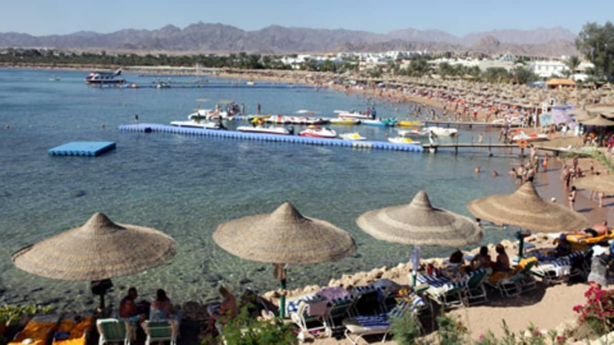 Sharm el Sheikin rantaa Punaisella merellä.
