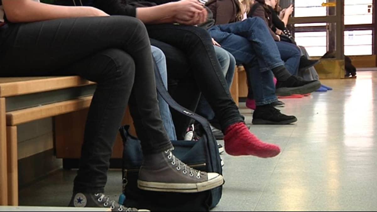 nuorten jalkoja