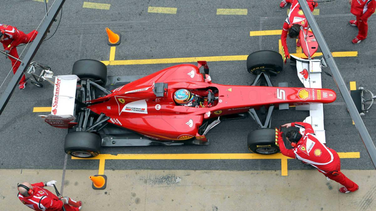 Fernando Alonso varikolla