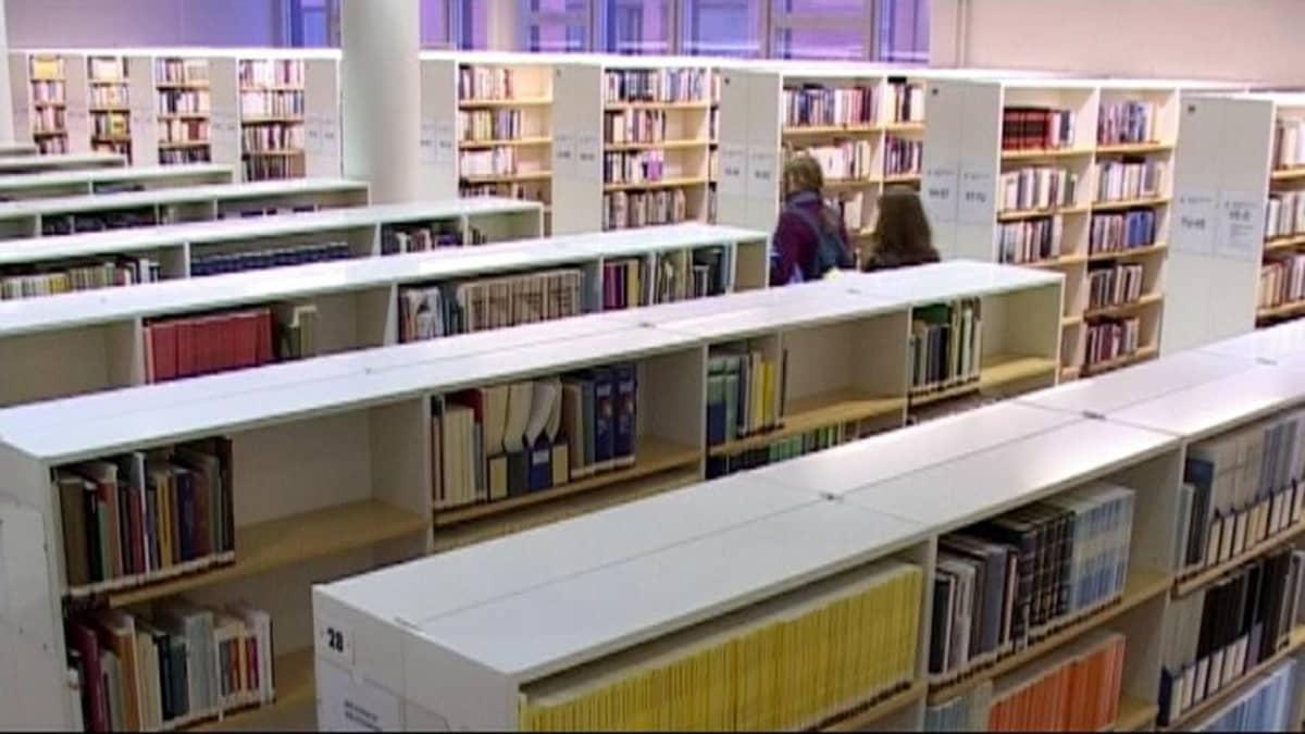 Joensuun yliopistokampuksen kirjasto.