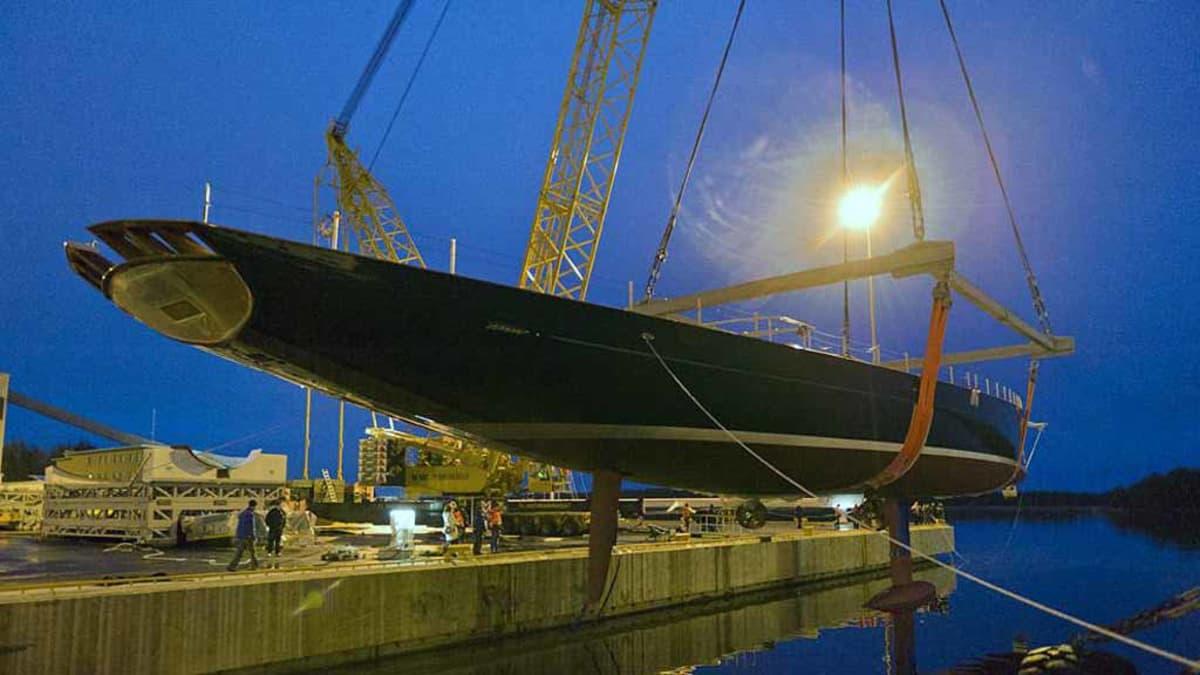Kuvassa on suurin Baltic Yachtsilta Pietarsaaressa valmistunut purjealus.