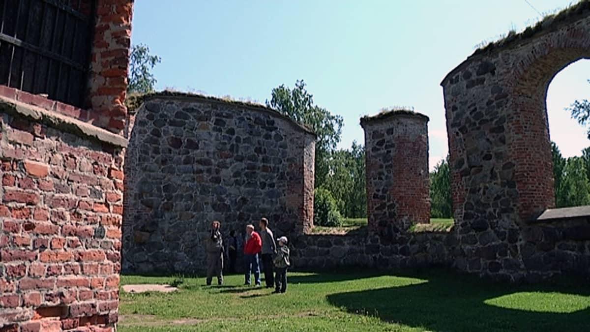 Pyhän Marian kirkkon  rauniot Vanhan Vaasa