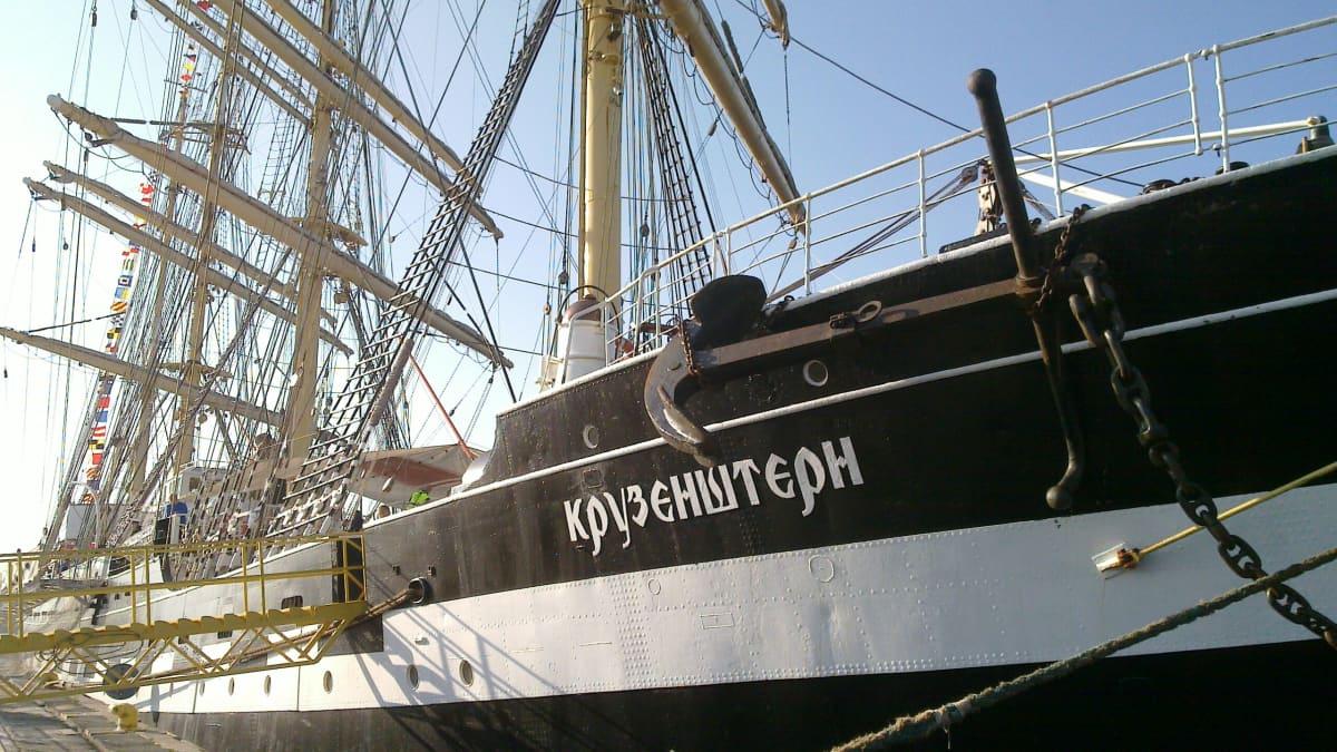 Kruzenshtern Oulun Oritkarin satamassa