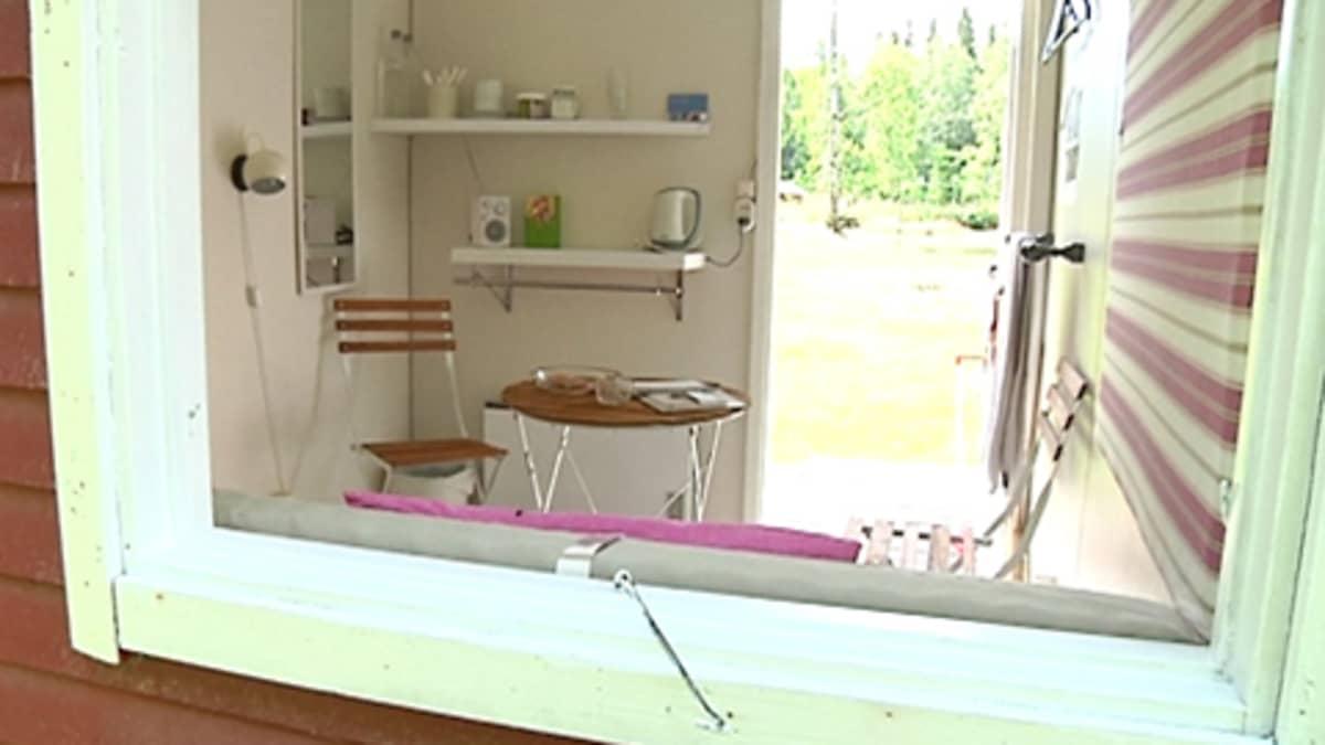 Kuvassa Käki-mökki, jonka muotoilija Monica Lindvall on sisustanut uudelleen.