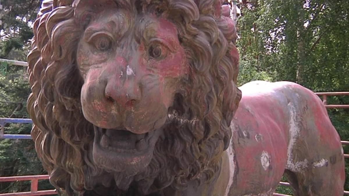 kunnostettava leijonapatsas