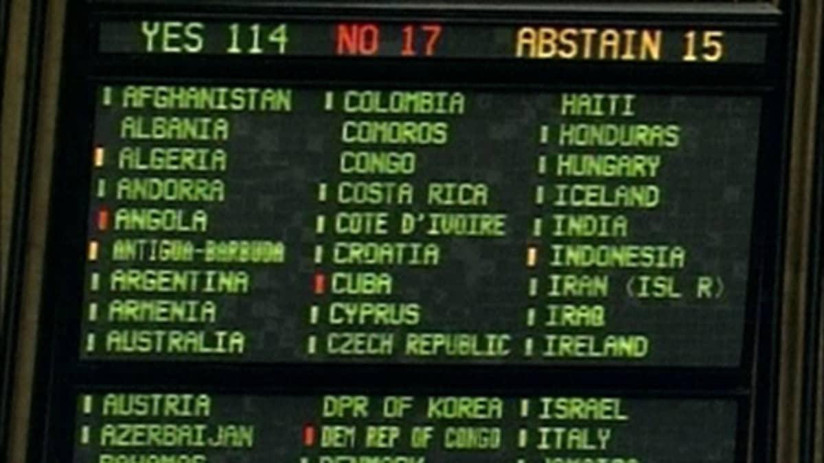 Äänestystuloksesta kertova näyttötaulu YK:n yleiskokouksessa.