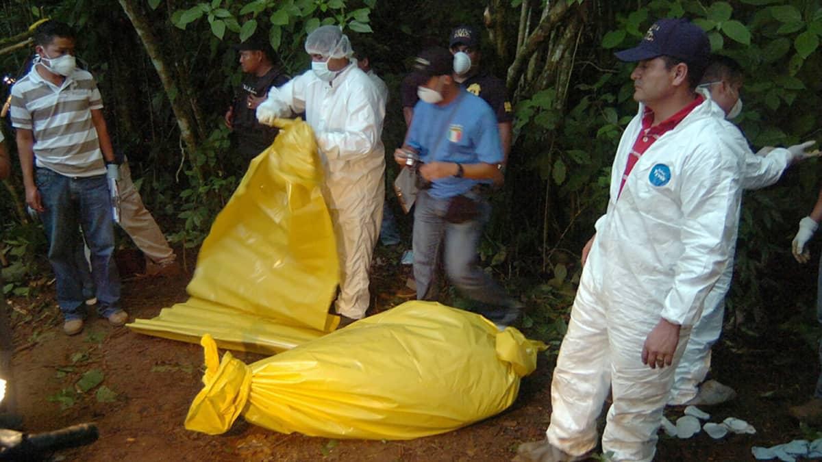 YK:n laskema murhien määrä on 82,1 sataa tuhatta asukasta kohden. Kuvassa vuonna 2009 murhatun Hondurasilaisen journalistin murhatutkimukset.