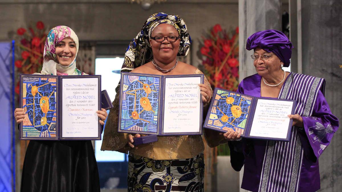 Jemeniläinen Tawakkul Karman, liberialainen rauhanaktivisti Leymah Gbowee ja Liberian presidentti Ellen Johnson-Sirleaf vastaanottivat Nobelin rauhanpalkinnon Oslossa 10.12.2011.