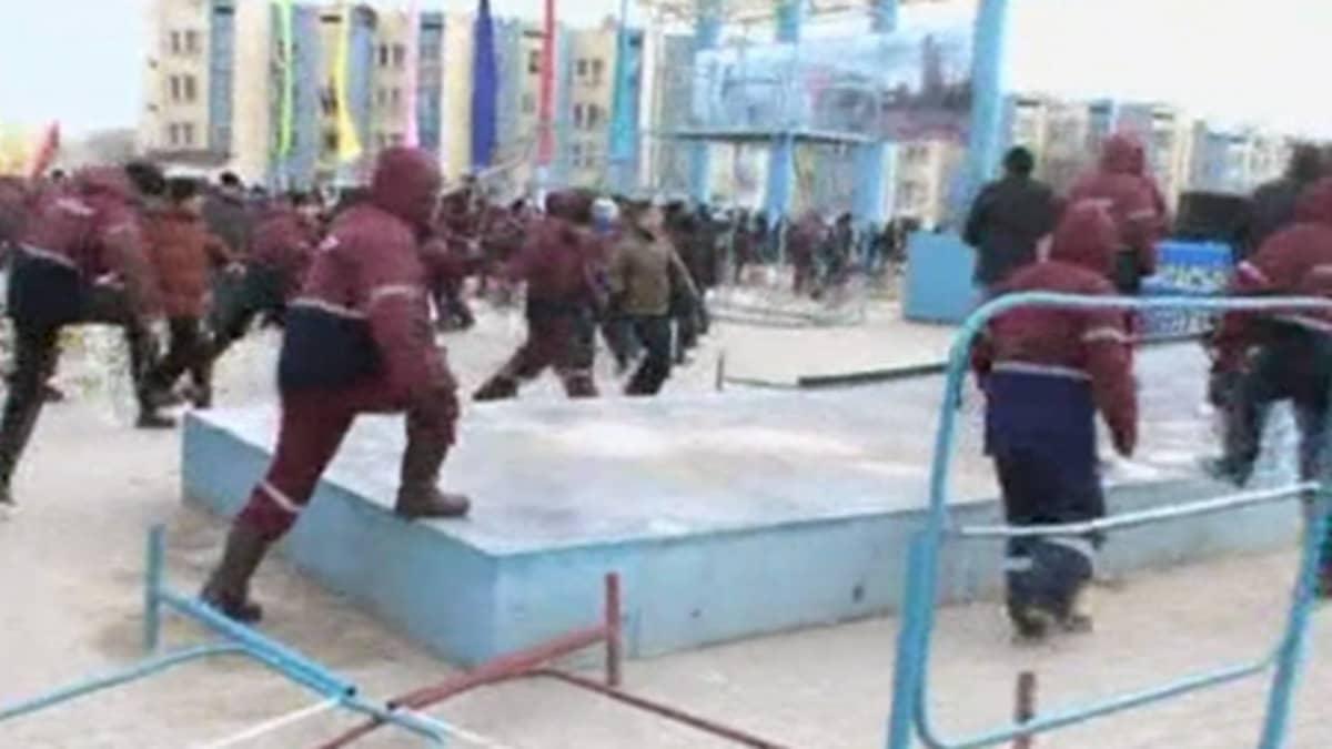Mellakka puhkesi Zhanaozenin öljykaupungissa Kazakstanin länsiosassa.