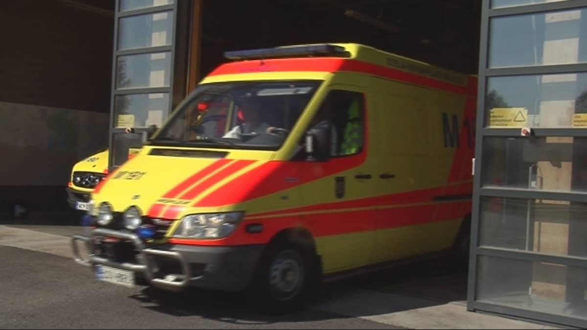 Ambulanssi lähtee