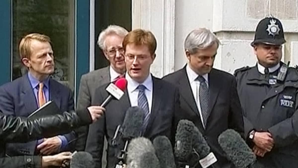 Liberaalidemokraattien neuvottelijat poistumassa neuvotteluista