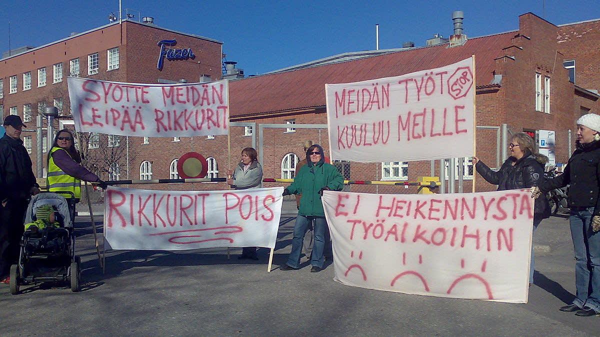 Mielenosoitus Fazerin makeistehtaalla 6.5.2010.