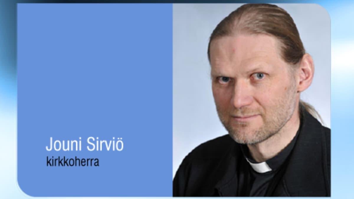 Kuvassa Kokkolan suomalaisen seurakunnan kirkkoherra Jouni Sirviö.