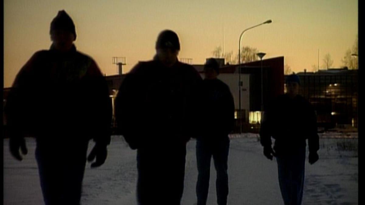 Skinejä Joensuun katukuvassa. Skini-ilmiö oli Joensuussa laajimmillaan 1990-luvulla.