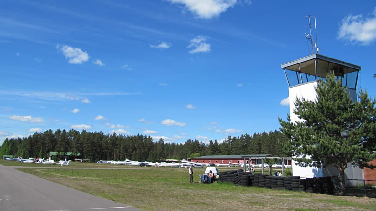 Räyskälän lentokentän lennonjohtotorni