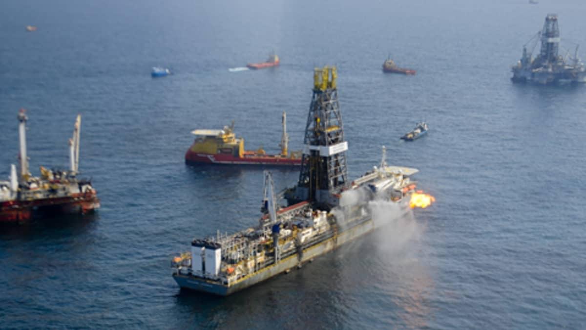 BP:n porauslaiva Meksikonlahdella kesäkuun alussa.
