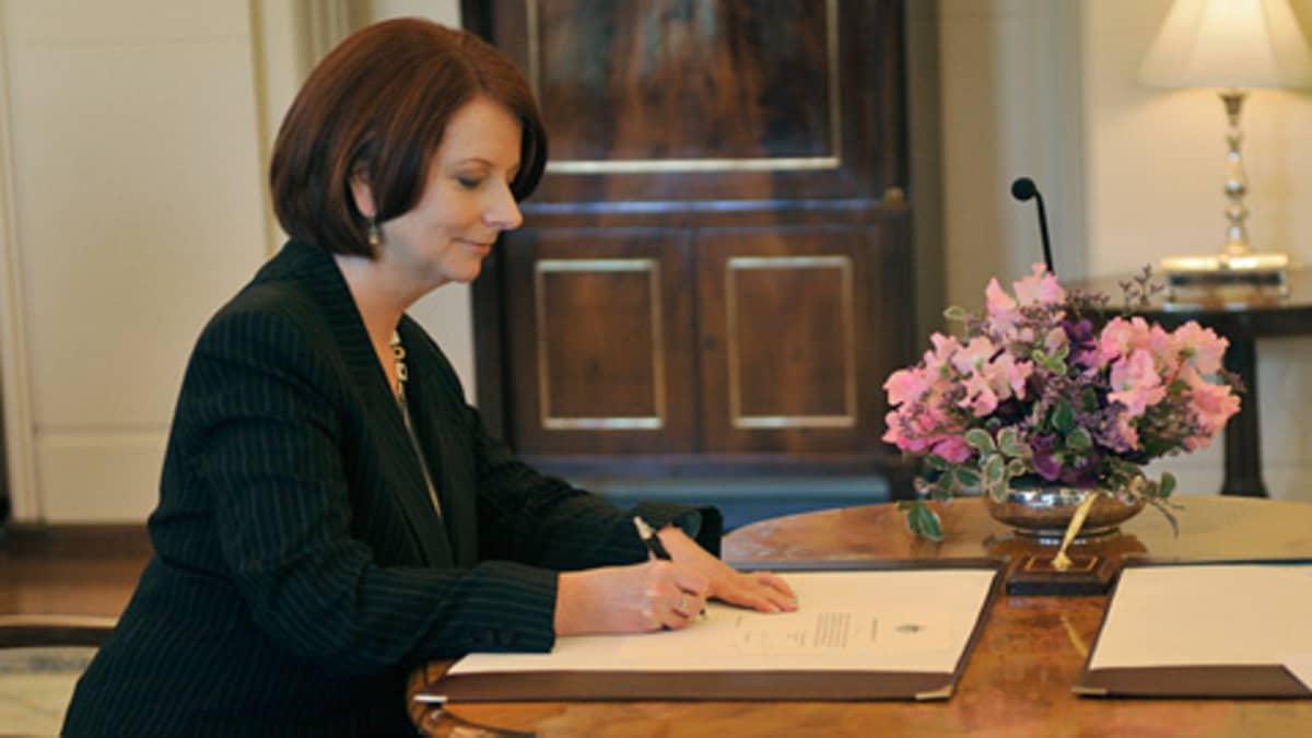 Gillard allekirjoitti pääministerin valtakirjansa torstaina.