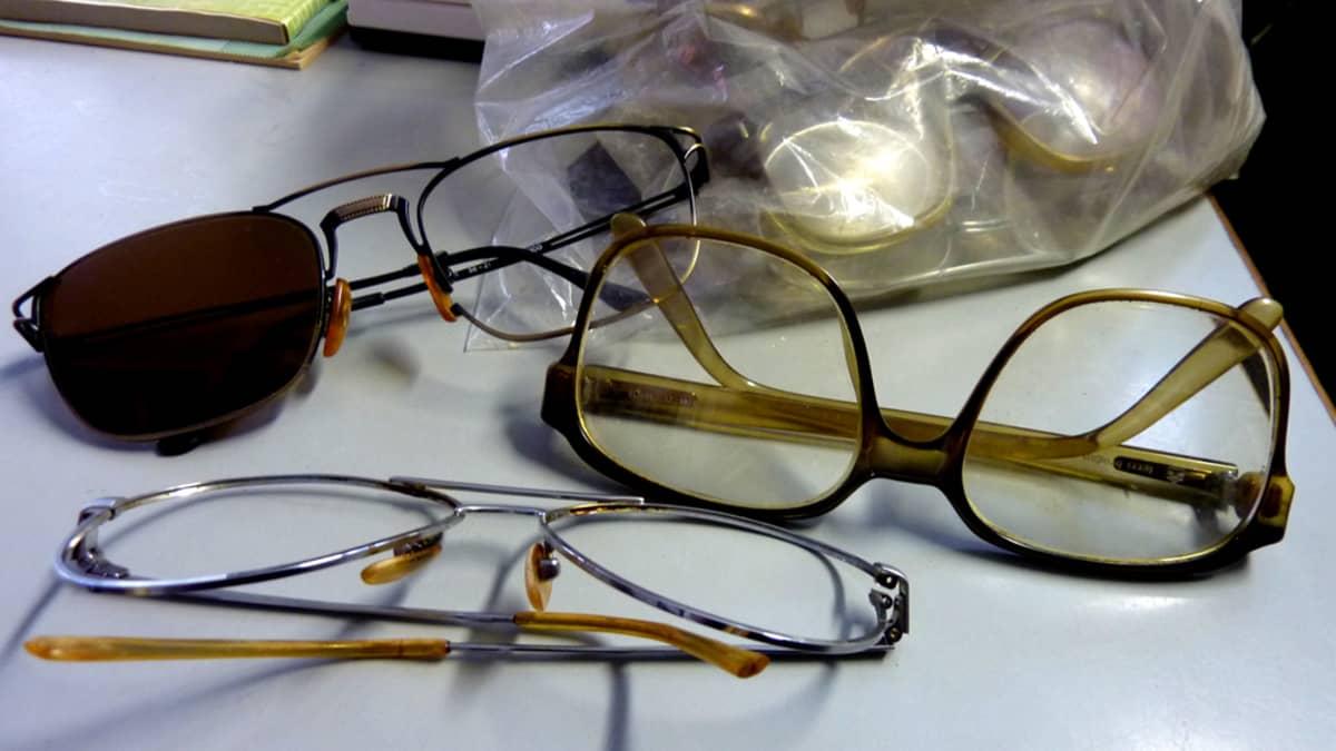 Vanhoja rikkinäisiäkin silmälaseja