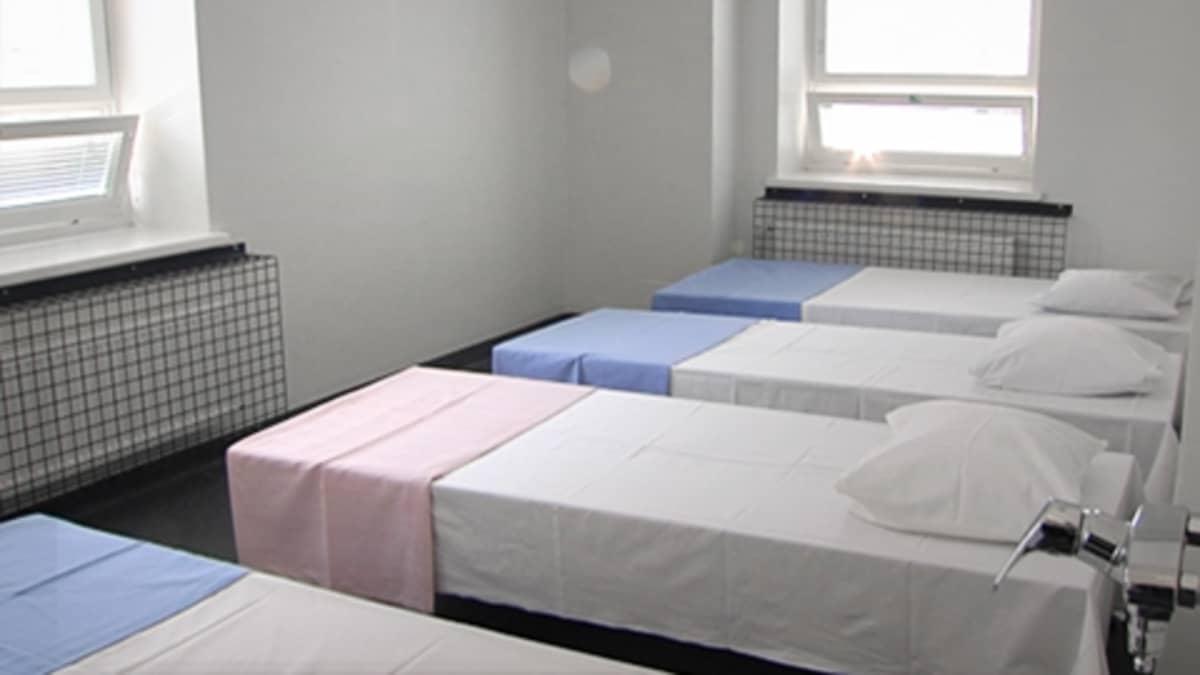 Asunnottomien palvelukeskuksen ryhmähuone.