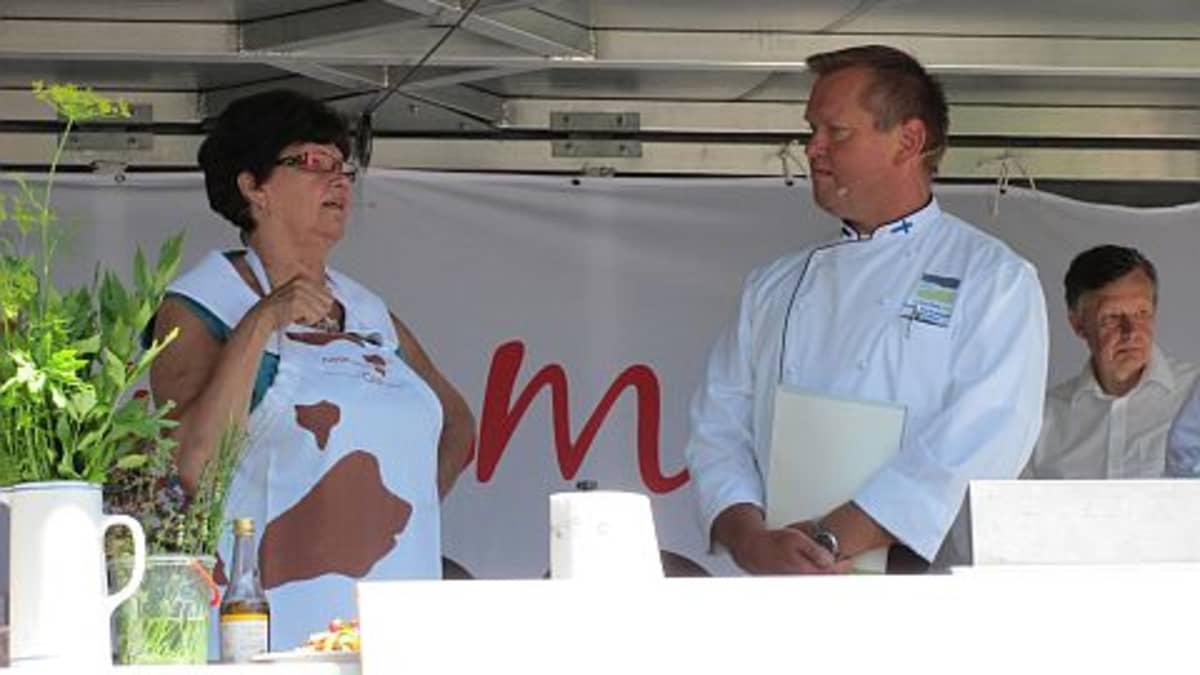 Maa- ja mestsätalousministeri Sirkka-Liisa Anttila sekä ruokalähettiläs Kim Palhus Tammelan lähiruokaseminaarissa 2010
