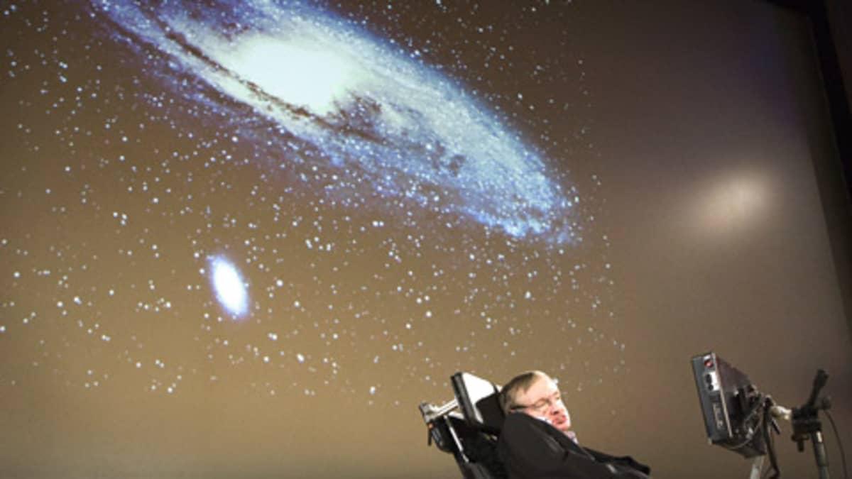 Stephen Hawking luennoi Geneven yliopistossa.