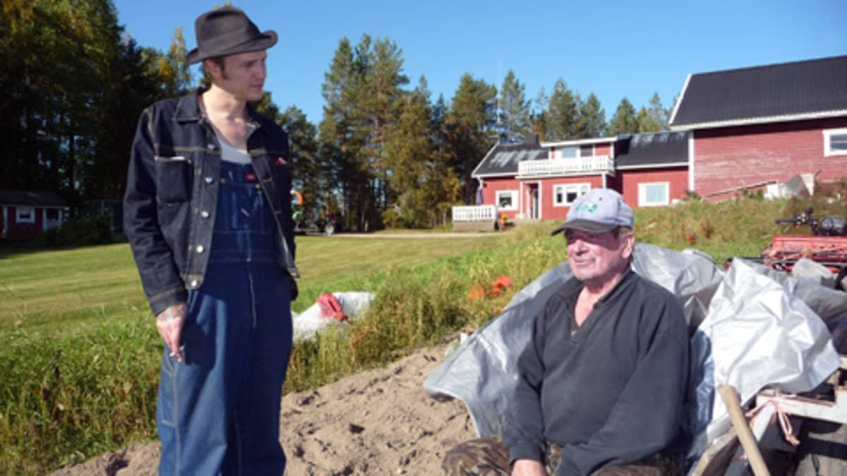 Viktor Fors Mäntyranta ja Eero Mäntyranta Pellon Lankojärvellä.
