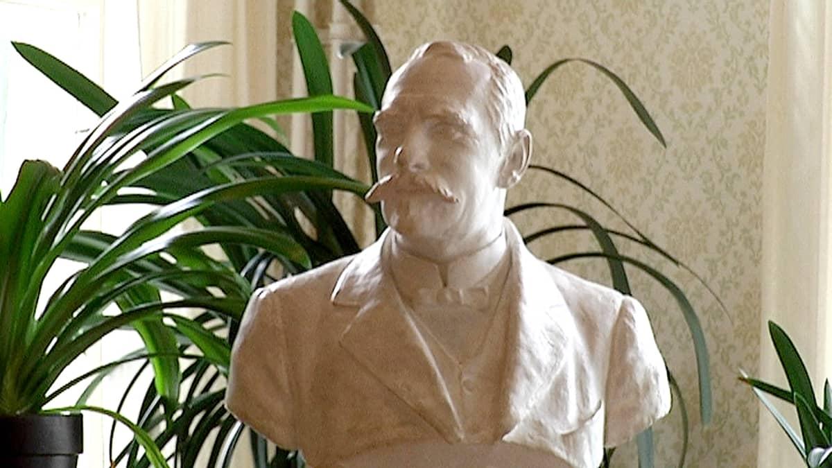 P.E. Svinhufvudin patsas