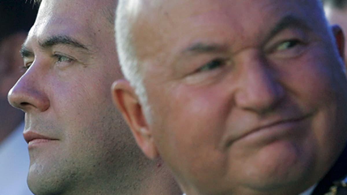 Venäjän presidentti Dmitri Medvedev ja Moskovan pormestari Juri Luzhkov.